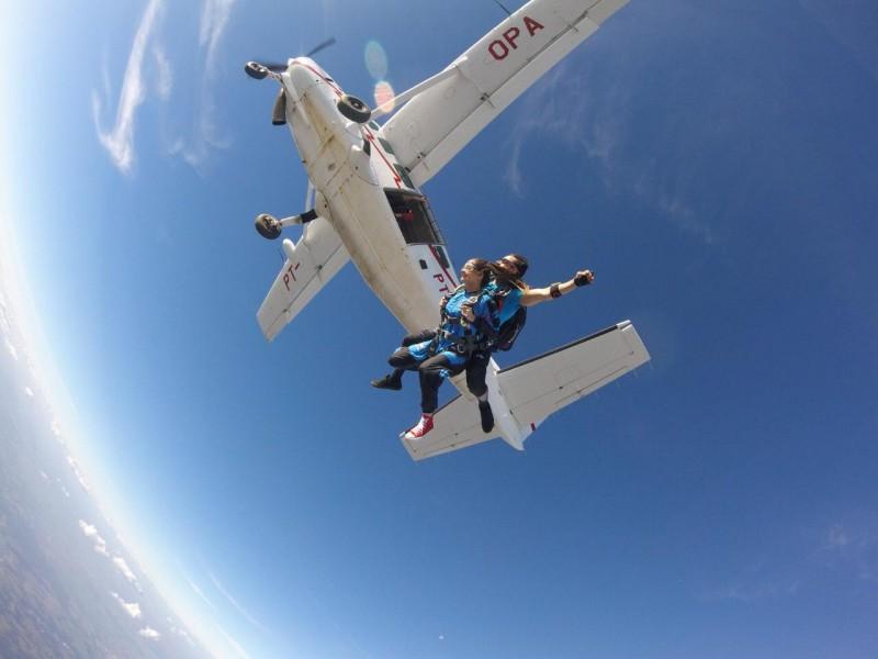 Salto de paraquedas com Foto